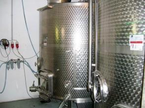 Weißweine reifen optimal im Edelstahltank